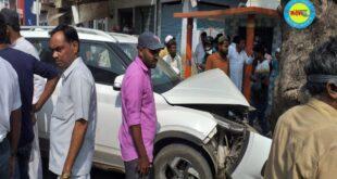 जौनपुर। कार से बचने में बाईक सड़क पर खड़े लोगों को मारी टक्कर, हादसे में तीन घायल