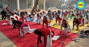 जौनपुर। योग शिविर में ग्रामीणों ने किया योगा, योग से नष्ट होते है सारे विकार- बोले जितेंद्र