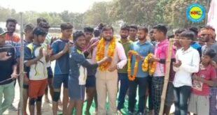 जौनपुर। विशाल कबड्डी प्रतियोगिता में प्रथम पुरस्कार 21 किलो मुर्गा द्वितीय पुरस्कार 11 किलो मुर्गा रखा गया
