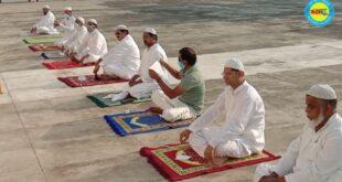 जौनपुर। मड़ियाहूं कस्बे में ईदुल फितर की नमाज सोशल डिस्टेंसिग से करते हुए अता की गई